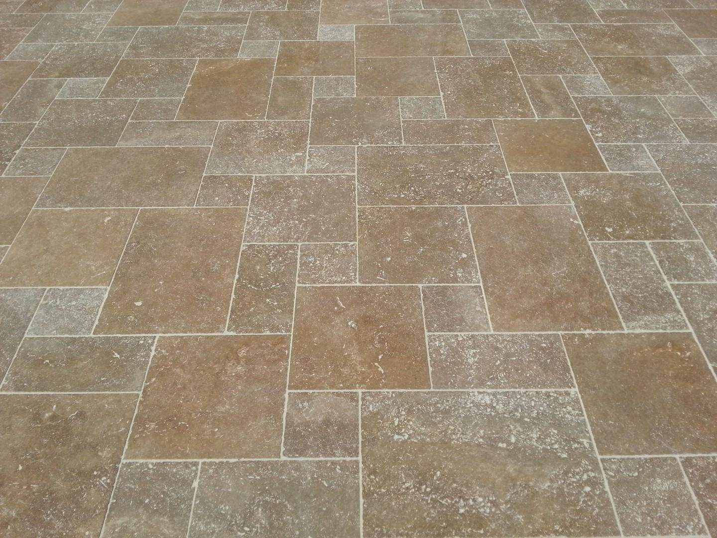 Travertin classic mix vieilli commercial kale simac home for Carrelage exterieur travertin